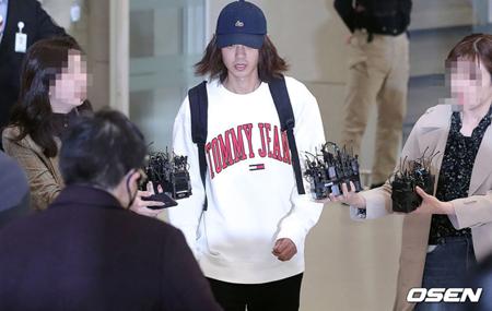 """韓国歌手チョン・ジュンヨン(30)が性暴力犯罪の処罰に関する特例法違反(カメラなどの利用撮影)、いわゆる""""盗撮""""容疑で立件された中、電子足輪の装着を望む声が高まっている。(提供:OSEN)"""