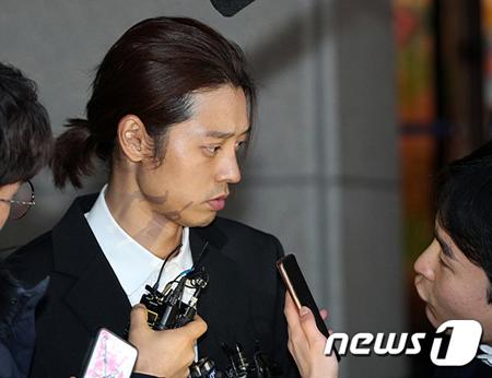 韓国警察が、女性との性行為を同意なく撮影して流布した容疑の歌手チョン・ジュンヨン(30)とソウル・江南(カンナム)のクラブARENAの元スタッフのキム氏の自宅を家宅捜索した。(提供:news1)