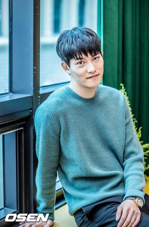 韓国バンド「CNBLUE」メンバーのイ・ジョンヒョンに関するわいせつ行為の噂に対して、所属事務所のFNCエンターテインメントは事実無根だと否定した。(提供:OSEN)