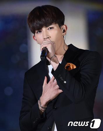韓国ボーイズグループ「U-KISS」メンバーのキソプが、21日に入隊する。(提供:news1)