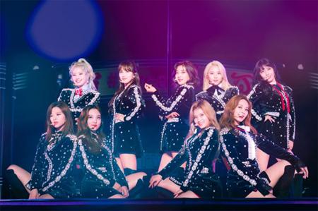 韓国ガールズグループ「TWICE」が20日、大阪・京セラドームからドームツアーをスタートさせた。(提供:OSEN)