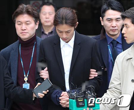 違法に撮影した物を流布した容疑で立件された韓国歌手チョン・ジュンヨン(30)が、21日に拘束された。(提供:news1)