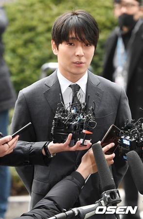 韓国歌手チェ・ジョンフン(元FTISLAND、29)が、飲酒運転の取り締まりから逃走を試み、身分まで偽っていたことが明らかになった。(提供:OSEN)