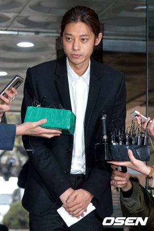 韓国歌手チョン・ジュンヨン(30)が、さらに証拠隠滅をしようとしたという疑惑が浮上して騒動をさらに大きくしている上、検察出身の弁護士を選任して防御権を行使するつもりなのか注目されている。(提供:OSEN)