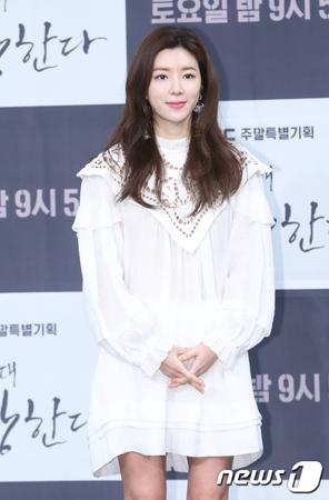 韓国女優パク・ハンビョルが23日、夫でユリホールディングス代表のユ・インソクの警察癒着疑惑に関して参考人として調べを受けた。(提供:news1)