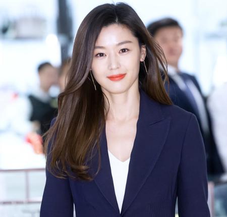 誰にでも平等に流れる時間が、女優チョン・ジヒョンにだけは違っているようだと話題になっている。(写真提供:OSEN)