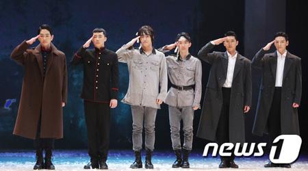 韓国陸軍の創作ミュージカル「新興武官学校」のチームを乗せたバスが接触事故に遭った中、俳優やスタッフに大きな異常はないことが確認された。(提供:news1)