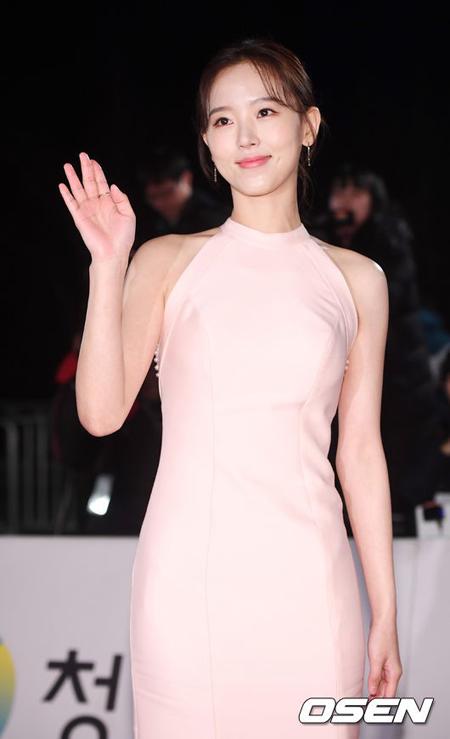 【公式】女優カン・ハンナ、ファンタジオに復帰し活動再開へ 「誤解解けた…心配かけて申し訳ない」