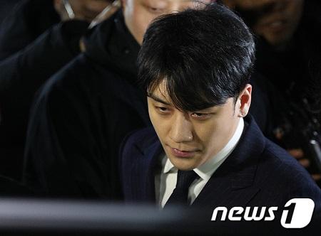 "V.I(元BIGBANG)、""違法撮影物流布""容疑で追加立件(提供:news1)"