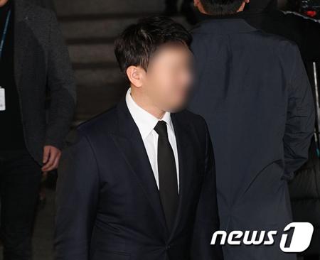 """韓国歌手V.Iやユリホールディングス代表のユ・インソク(写真)と妻で女優のパク・ハンビョルそして""""警察総長""""と呼ばれていたユン総警が集まったゴルフ場を警察が家宅捜索した。(提供:news1)"""