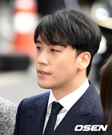 韓国歌手V.I(元BIGBANG、28)の性売買あっせん疑惑を捜査中の警察が、関係者から性接待がおこなわれたという供述を確保した。(提供:OSEN)
