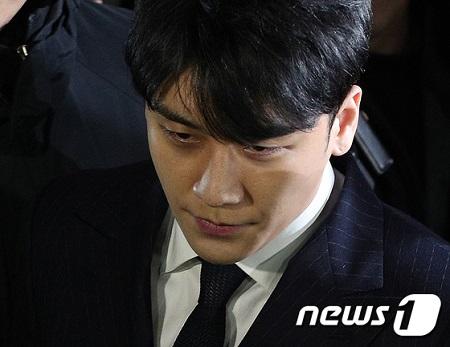 """""""チェ・ジョンフン(元FT)飲酒運転もみ消し疑惑""""V.I(元BIGBANG)、参考人調査=韓国警察(提供:news1)"""