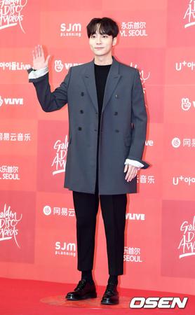 """韓国歌手ロイ・キム(25)側は、""""チョン・ジュンヨンの違法撮影物""""に関連して参考人として召喚されるとされている""""歌手キム氏""""ではないかという疑惑について「確認中」という立場を明らかにした。(提供:OSEN)"""