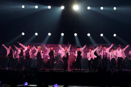 「SEVENTEEN」、20万人動員の「HARU」ツアー開幕! (C)PLEDIS