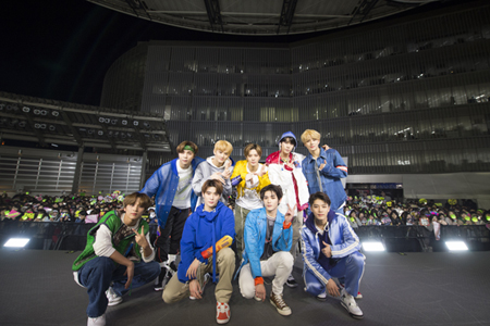 「NCT 127」、1stフルアルバム「Awaken」リリース記念イベントで六本木ヒルズに登場(オフィシャル)
