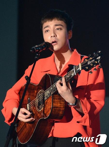 わいせつ物流布容疑のロイ・キム、ファンが「芸能界引退」を要求(画像提供:news1)