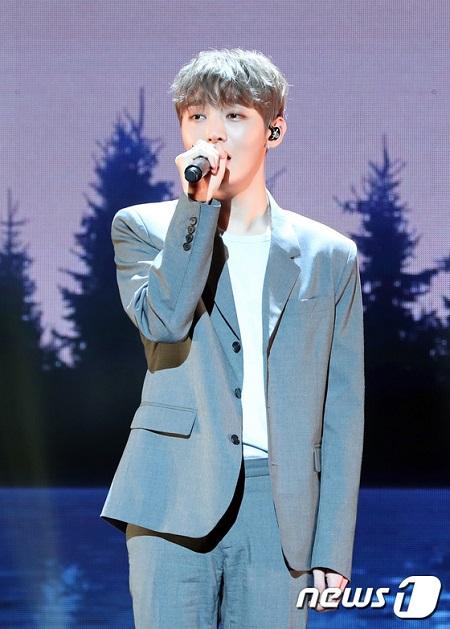 韓国歌手ユン・ジソン(元Wanna One)が江原道(カンウォンド)高城(コソン)-束草(ソクチョ)の山火事被害復旧のため、1000万ウォン(約100万円)を寄付した。(提供:news1)
