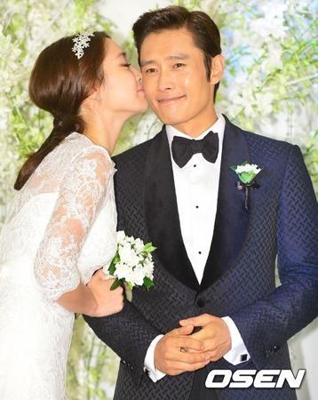 韓国俳優イ・ビョンホンと女優イ・ミンジョン夫婦が、江原道(カンウォンド)の山火事被災地の子どもたちのために1億ウォン(約1000万円)を寄付した。(提供:OSEN)