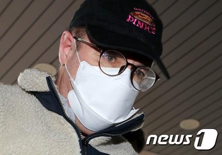 麻薬容疑で逮捕の米国出身弁護士タレント、麻薬調査は今回で3度目…きょう拘束か決定