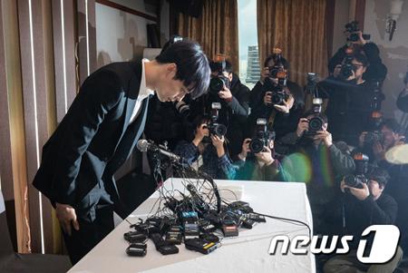 韓国歌手パク・ユチョン(JYJ、32)が、薬物使用容疑で逮捕された元交際相手のファン・ハナに関する記者会見を開いたことに対して、警察が立場を明らかにした。(提供:news1)