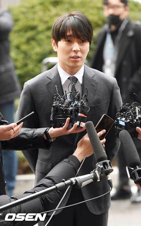 韓国バンド「FTISLAND」元メンバーのチェ・ジョンフン(29)に性的暴行疑惑が浮上し、騒動が続いている。(提供:OSEN)