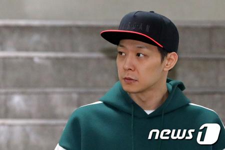 覚せい剤使用疑惑の韓国歌手兼俳優のパク・ユチョン(JYJ、32)が、警察で2回目の調べを終えて帰宅した。(提供:news1)