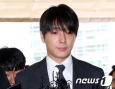 韓国バンド「FTISLAND」元メンバーのチェ・ジョンフン(29)が、飲酒運転したことが報道されるのを止めるために警察に請託したという疑惑を捜査してきた警察が「意図的なもみ消しはなかった」と結論付けた。(提供: