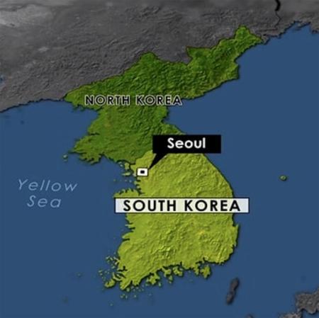 """韓国ボーイズグループ「防弾少年団」のファンが、アメリカの放送局CBSが使用した地図から""""日本海(Sea Of Japan)""""の表記を削除させた。(提供:OSEN)"""