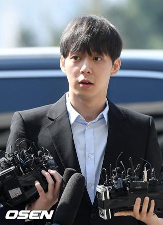 韓国歌手兼俳優のパク・ユチョンが、C-JeSエンターテインメントとの専属契約解除で事実上、芸能界を退かれた状況の中、C-JeSエンターテインメントはすぐにユチョンのプロフィール削除を始めた。(提供:OSEN)