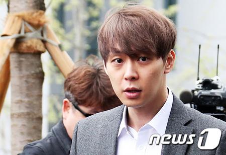 ユチョン(JYJ)、令状実質審査のため水原地方裁判所に到着