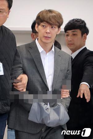 違法薬物を使用した容疑の韓国歌手兼俳優のパク・ユチョン(32)が26日に拘束された。(提供:news1)