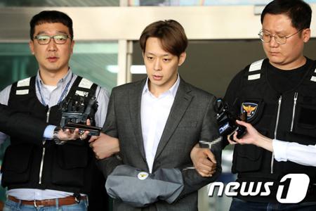 覚せい剤使用容疑で逮捕された韓国歌手兼俳優のパク・ユチョン(JYJ、32)が3日、検察に送致された。(提供:news1)