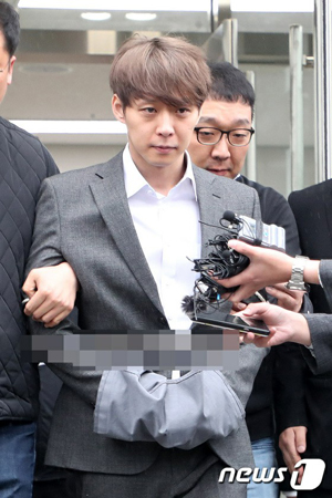 違法薬物使用を認めた俳優兼歌手パク・ユチョン(JYJ)の一部の韓国ファンが、最後の手紙を公開し、話題になっている。(写真提供:news1)