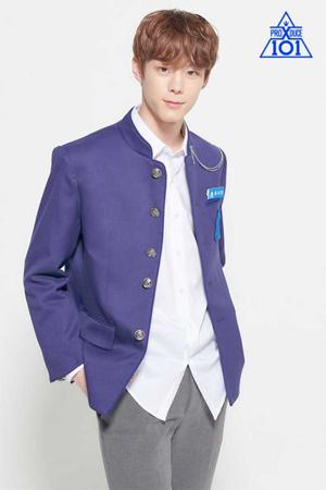 韓国Mnetの番組「PRODUCE X 101」に出演中の練習生ユン・ソビンが、校内暴力組織の一員だったという噂が浮上する中、番組のファンの一部が、退出を求める声明文まで発表した。(提供:OSEN)