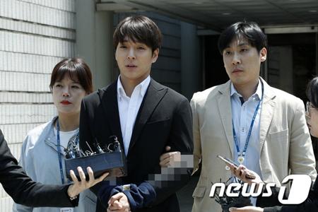 女性を集団性的暴行した容疑の韓国歌手チェ・ジョンフン(元FTISLAND、29)が逮捕された。(写真提供:news1)
