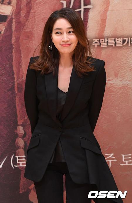 女優イ・ミンジョン、デビュー後初のバラエティ出演へ=「SHINHWA」エリック&アンディと共演(提供:OSEN)