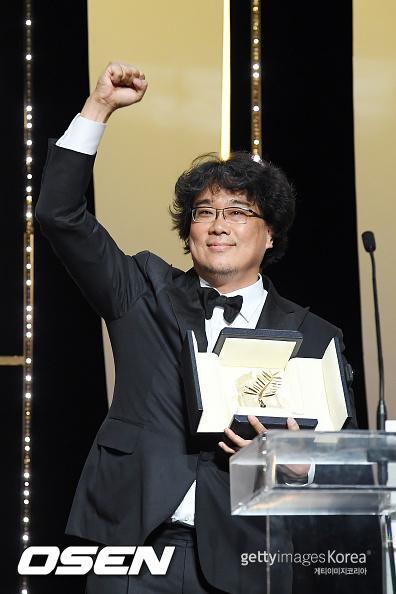 ポン・ジュノ監督の7作目の長編映画「パラサイト」が、カンヌ国際映画祭で最高賞となるパルムドールに輝いた。(提供:OSEN)