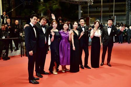 「カンヌ国際映画祭」最高賞パルムドール受賞の映画「パラサイト」、30日より韓国公開&予約1位に(画像:OSEN)