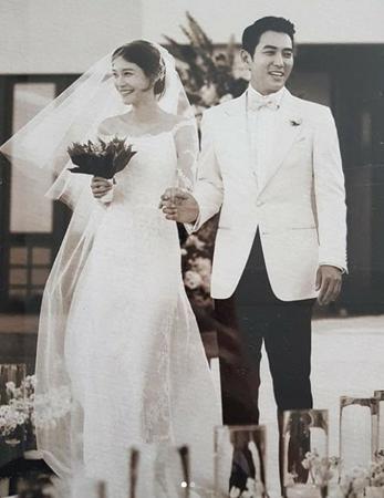 韓国女優チャ・イェリョン&俳優チュ・サンウク夫妻が、結婚記念日を迎えた。(写真提供:OSEN)