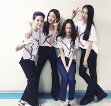 """韓国ガールズグループ「f(x)」が、なんと3年ぶりにメンバー全員そろった""""完全体""""となってステージに立つかもしれないと話題になっている。(写真提供:OSEN)"""
