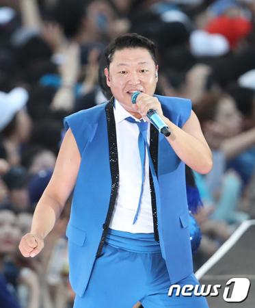 韓国芸能事務所YGエンターテインメントのヤン・ヒョンソク代表(49)が性接待したと伝えられている東南アジアの資産家たちの一人とされるジョー・ロー氏(38)が性接待について否認した。(写真提供:news1)