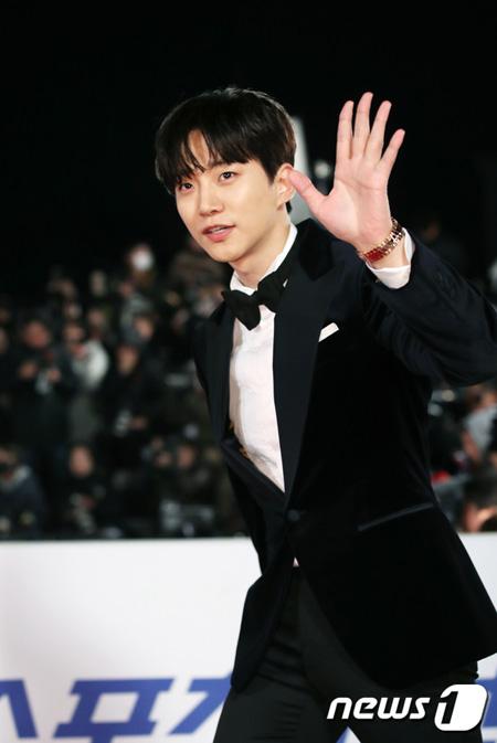 韓国アイドルグループ「2PM」ジュノ(29)が訓練所に入所、社会服務要員として服務を開始する。