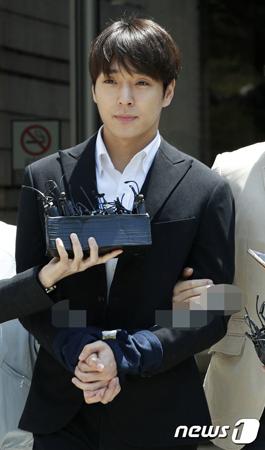 集団性的暴行容疑の韓国バンド「FTISLAND」元メンバーのチェ・ジョンフン(29)に対する拘束適否審査への審理が31日おこなわれ、裁判所が請求を棄却した。(提供:news1)