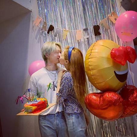 韓国歌手ヒョナが、交際中の歌手イドンの誕生日を祝う様子を公開した。(提供:OSEN)