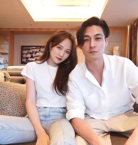 元「Miss A」ジア、交際中のシンガポール大富豪Elroy氏とツーショット公開(画像:OSEN)