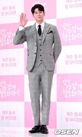 韓国俳優ユン・ギュンサン(32)が、一般の女子大生との熱愛を否定した。(提供:OSEN)