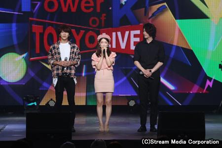 左からユナク(SUPERNOVA)、HANA(gugudan)、ソンジェ(SUPERNOVA)