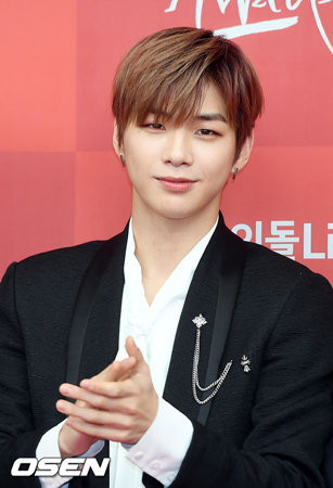 韓国歌手カン・ダニエルが、アイドルチャート評点ランキングで63週連続の最多得票獲得を達成した。(提供:OSEN)