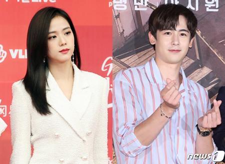 韓国ガールズグループ「BLACKPINK」メンバーのJISOOと、ボーイズグループ「2PM」メンバーのニックンが、tvNドラマ「アスダル年代記」に出演することになった。(提供:news1)