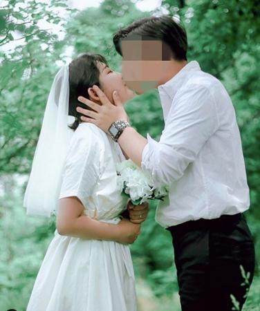 韓国女優故チェ・ジンシルの娘ジュニさん(17)がSNSに掲載した写真がウェディング写真だと誤解されていることについて心境を明かした。(提供:OSEN)